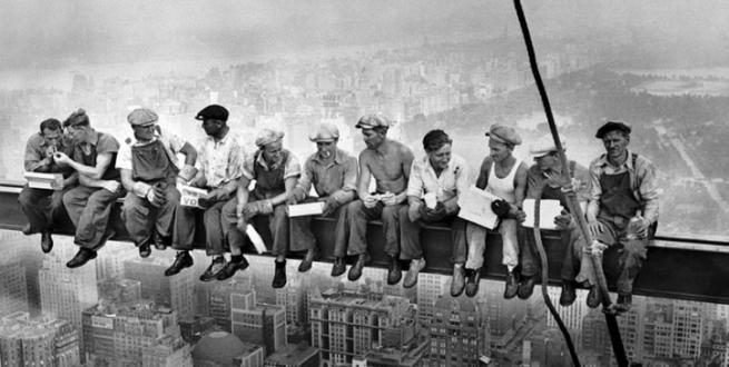 Almuerzo en lo alto de un rascacielos